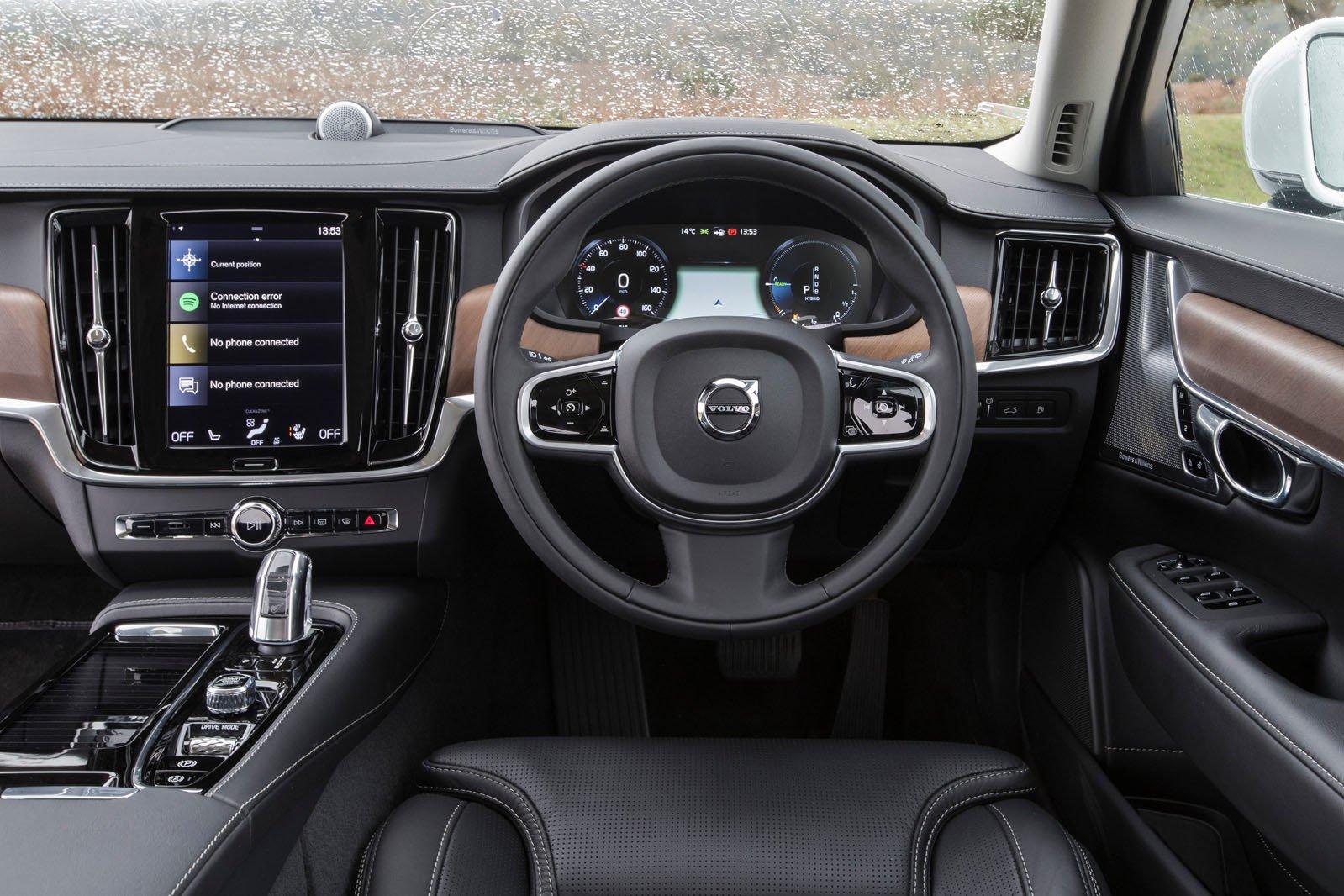 Volvo V90 2021 interior dashboard