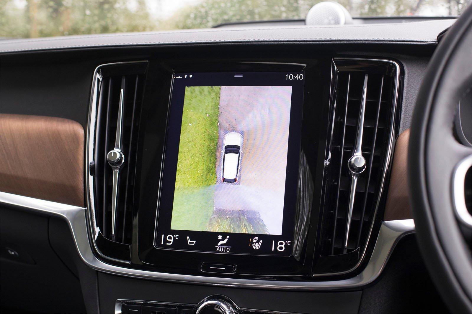 Volvo V90 2018 RHD infotainment