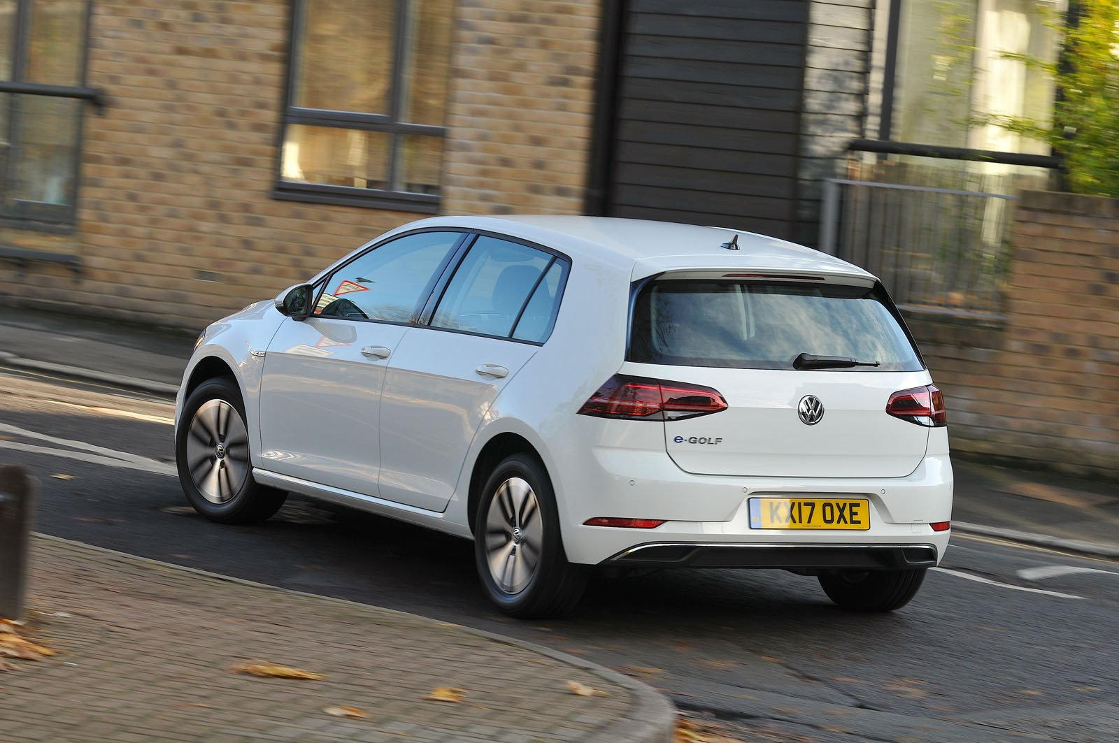 Volkswagen e-Golf 2017 RHD rear cornering shot