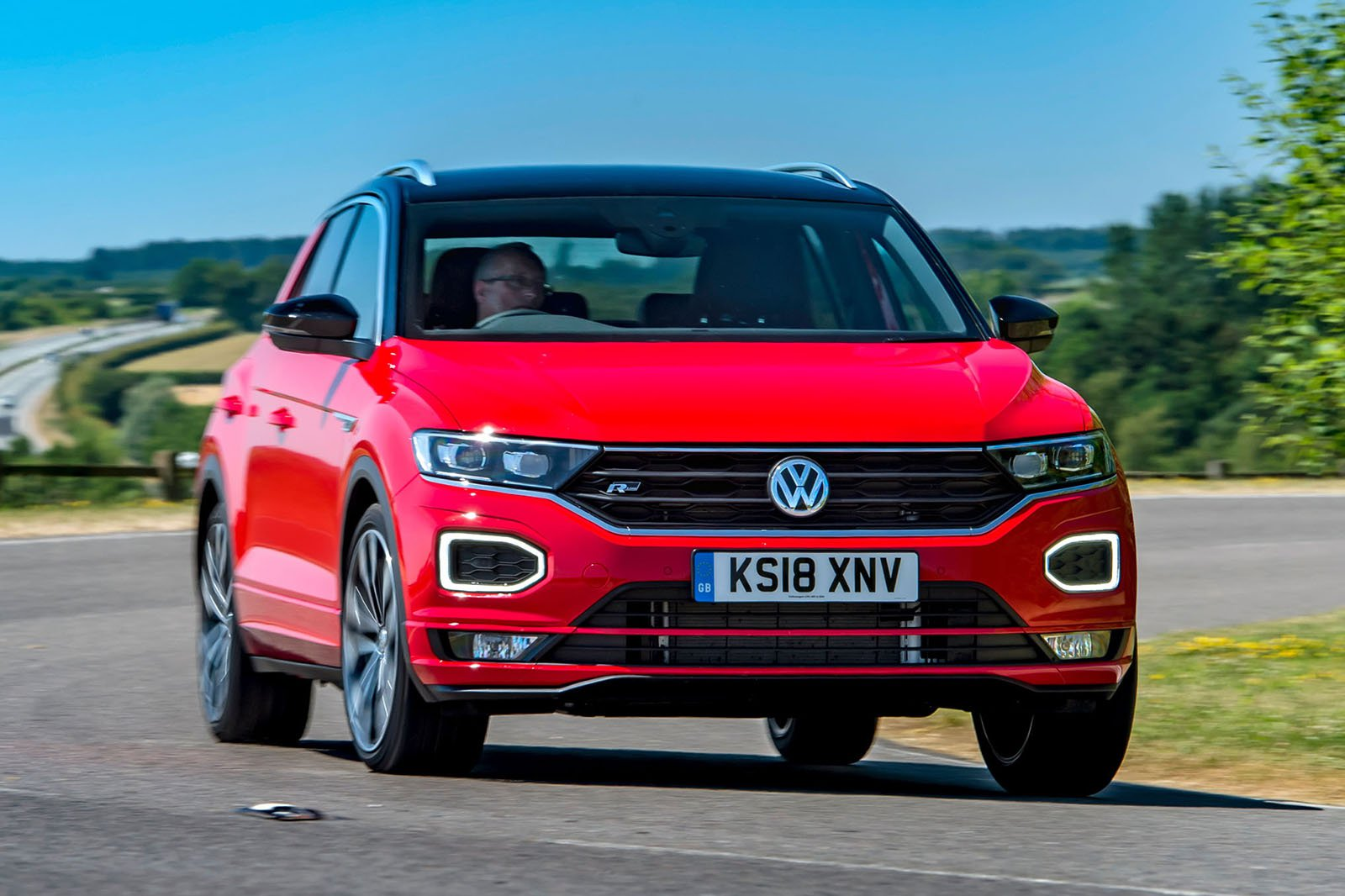 Volkswagen T-Roc 2018 front right cornering shot