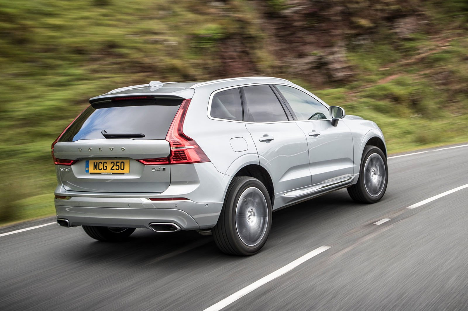 Volvo XC60 2020 rear cornering